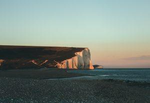 Mooie vakantiefoto van een klif aan de kust van Engeland